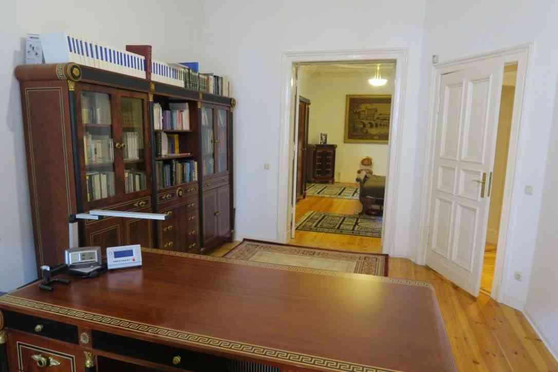 office invest. Black Bedroom Furniture Sets. Home Design Ideas