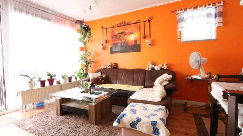 Big living room with balcony