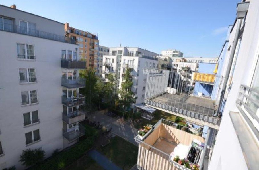 Sold - Unoccupied: 5th floor apartment with balcony in Mitte ...